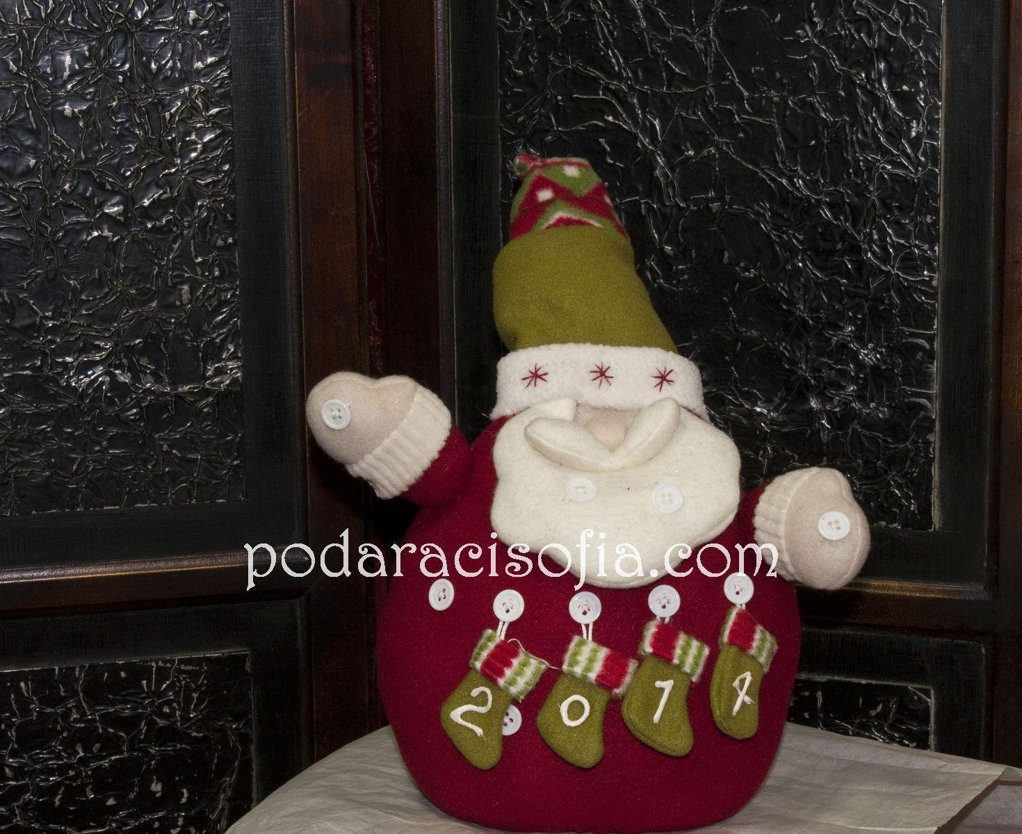 Фигура на Дядо КОледа за елха, напарвен от плат в червено, бяло и зелено