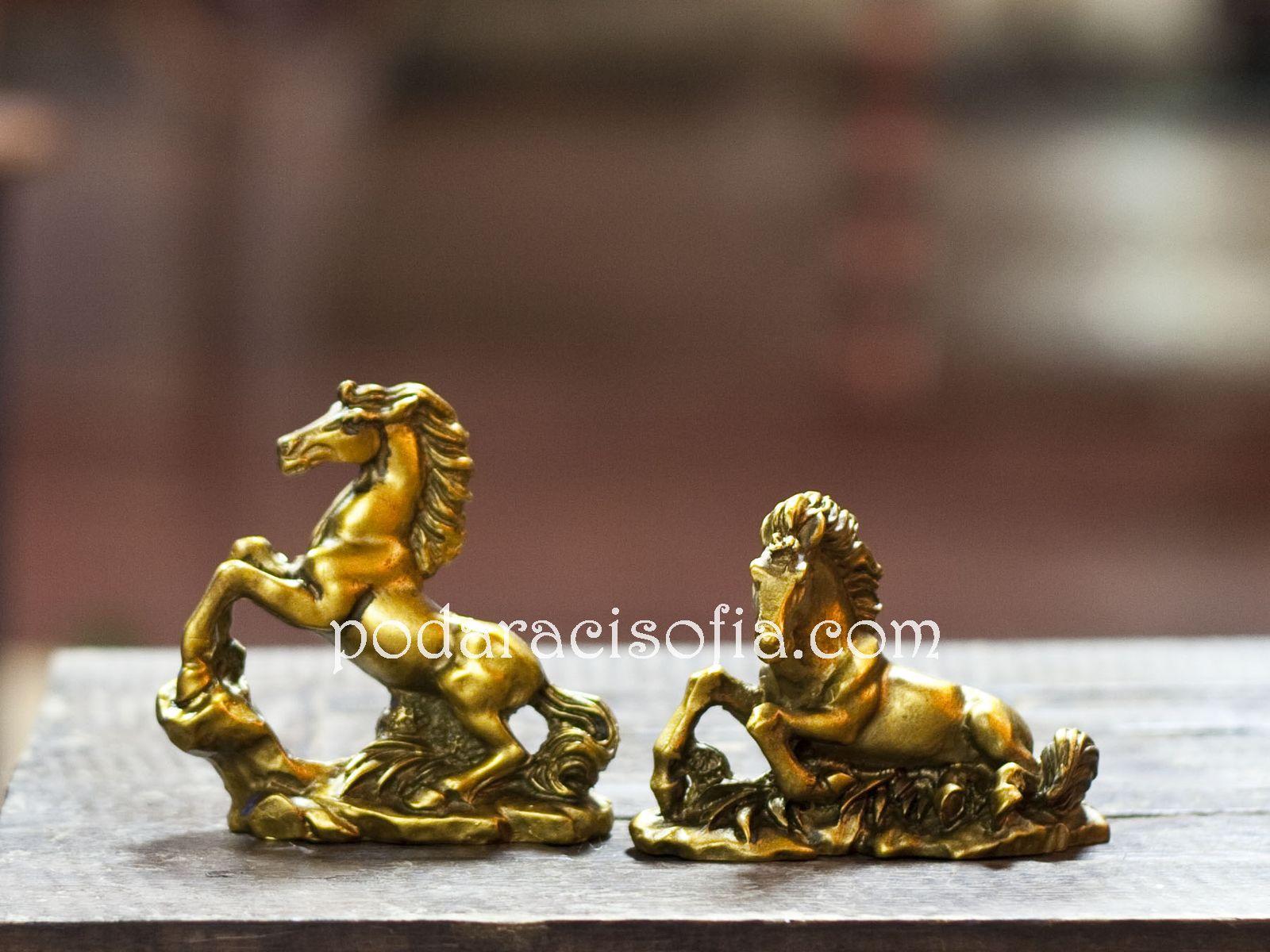 Малки кончета от керамика в различни пози