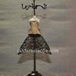 Метална стойка за бижута с женски силует