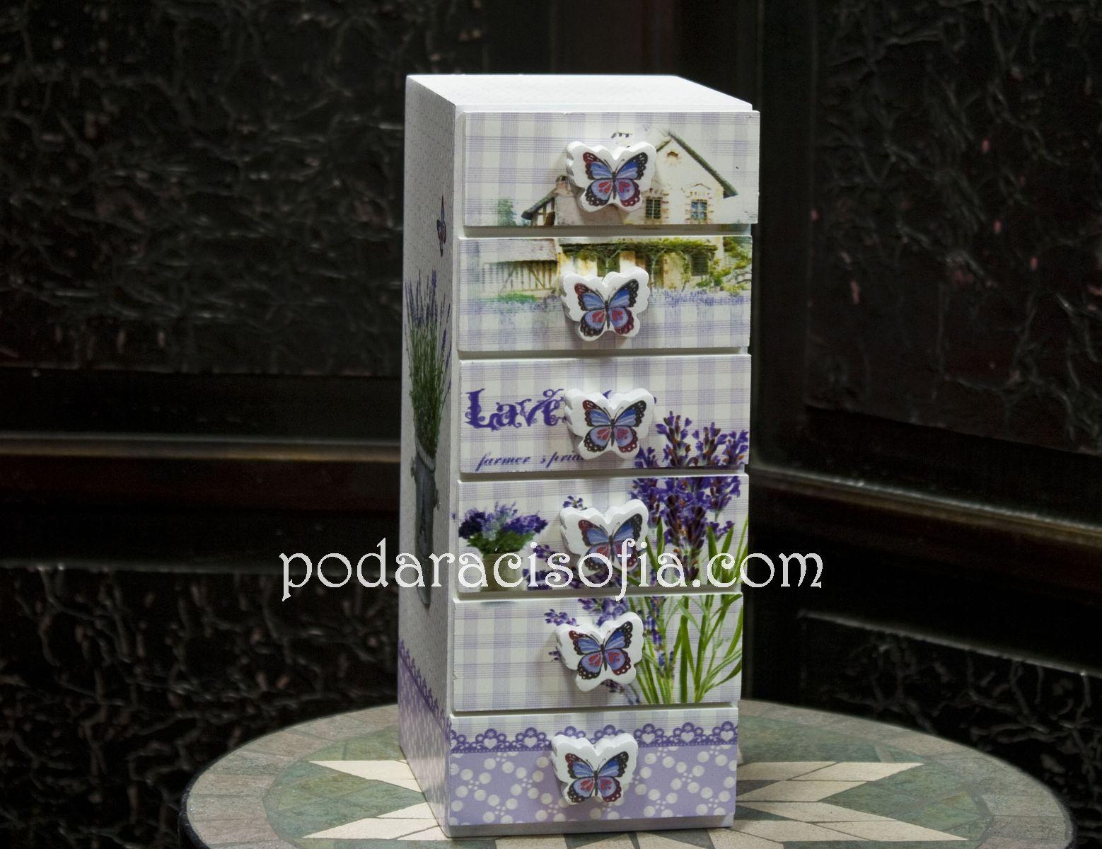 """Кутия с чекмеджета в стил """"Прованс"""" – от дърво и с нежна украса. Функционален и много чаровен подарък за момиче или за дама."""